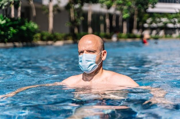man-with-mask-swimming-pool_138670-604.j