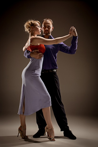 Man and woman dancing argentinian tango Free Photo