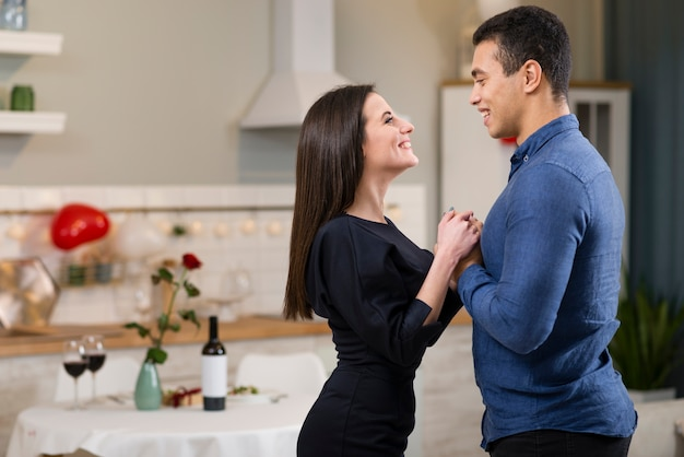 Man and woman holding hands on valentine's day with copy space Free Photo