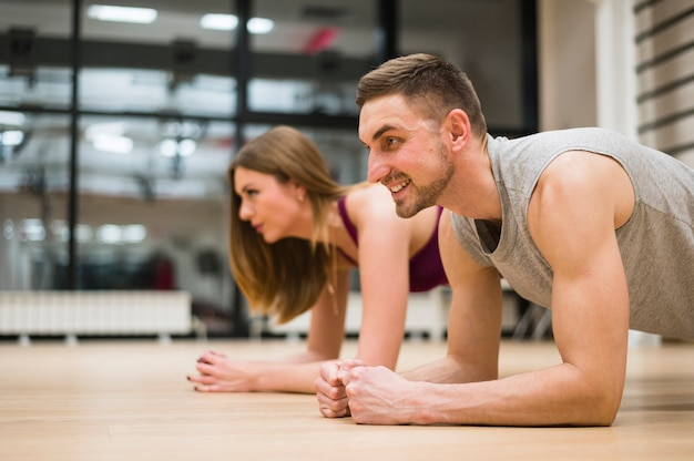 Man and woman stretching at the gym Premium Photo