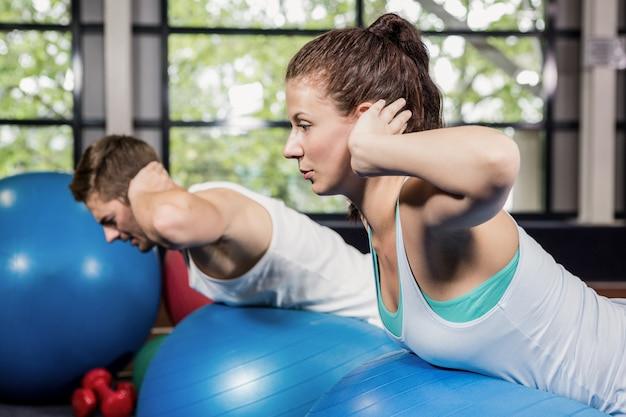 Man and woman working out on fitness ball Premium Photo