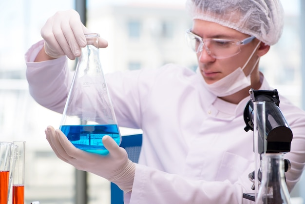 Man working in the chemical lab on science project Premium Photo