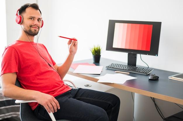 Человек, работающий из дома Бесплатные Фотографии