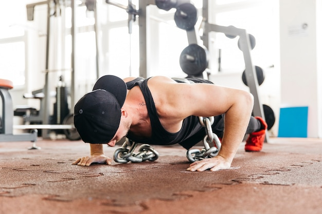 Man working out in the gym Free Photo