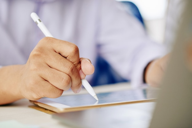Man working on tablet with stylus Free Photo