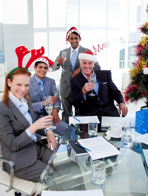 Manager and his team toasting with champagne at a christmas party Premium Photo