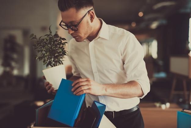 Manager leaves work with office box flower pot Premium Photo