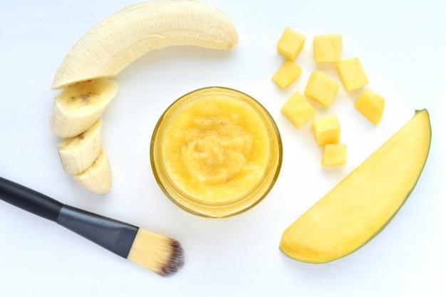 Mango and banana facial mask, natural cosmetic. Premium Photo