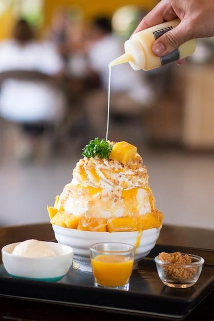 Mango bingsu with ice cream Premium Photo