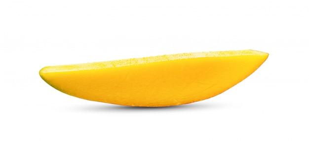 Ломтики манго на белом столе Premium Фотографии