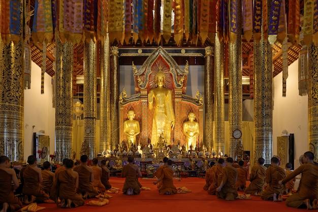 Many buddha  prayer Premium Photo