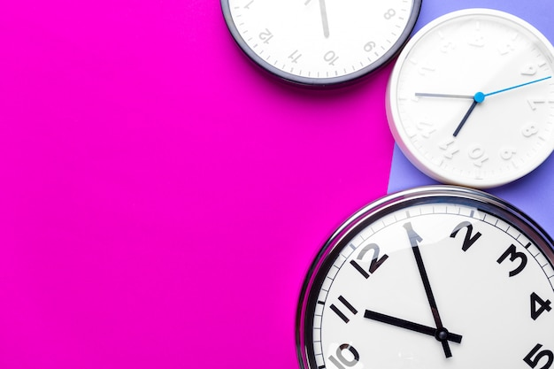 Много разных часов Premium Фотографии