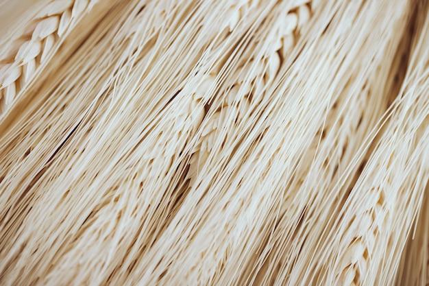 Many light wheat fibers seeds 23 2148066632