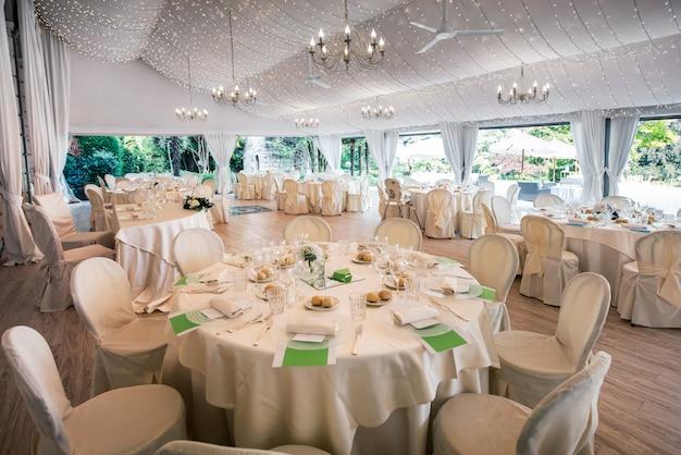 大mar爵の結婚披露宴会場 Premium写真