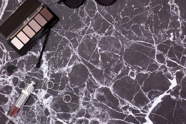 Marble table with women's cosmetics Premium Photo
