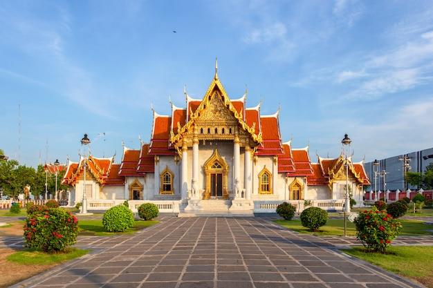 The marble temple, wat benchamabopitr dusitvanaram, bangkok, thailand Premium Photo