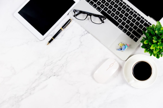 Marble white desk with blank notebook and other office supplies Premium Photo