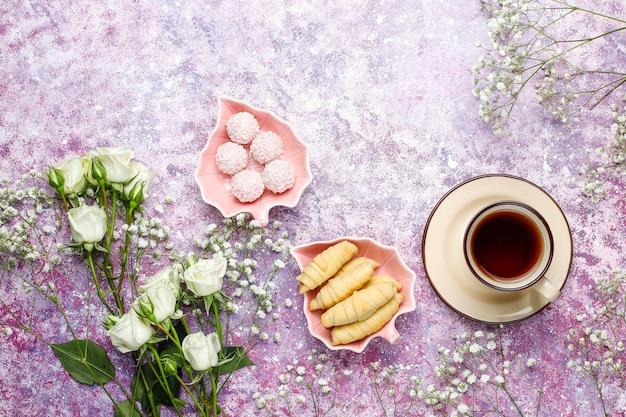 3月8日女性の日カード、白い花、お菓子、お茶 無料写真