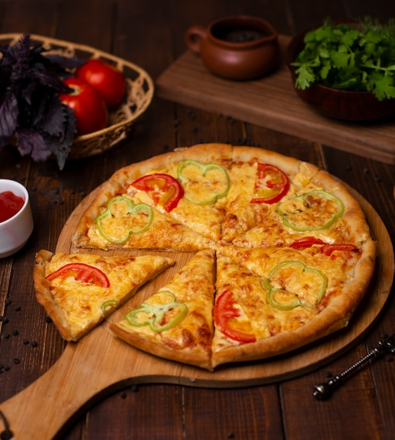 Margarita pizza with fresh parmesan cheese, red and green bell pepper slices. Free Photo