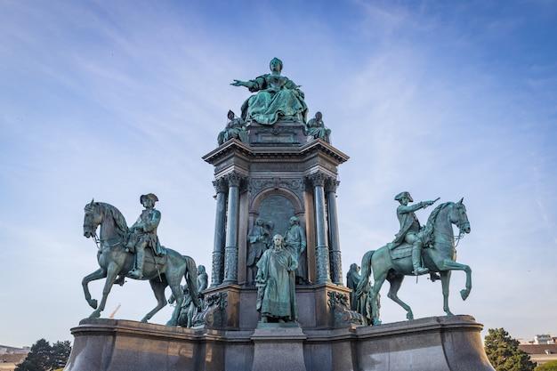 Памятник марии терезии в историческом центре вены, австрия Premium Фотографии