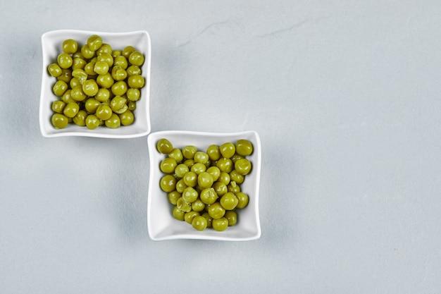 Фасоль зеленого горошка маринованная в керамических стаканчиках. Бесплатные Фотографии