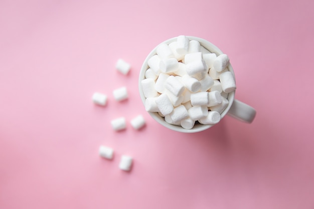 Marshmallow poured from a white mug Premium Photo