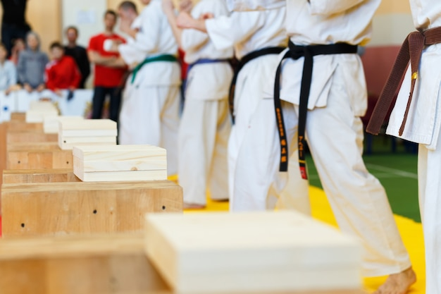 Martial artists breaks the wooden boards Premium Photo