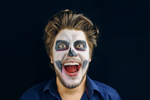 Masked man of the day of death on halloween Premium Photo