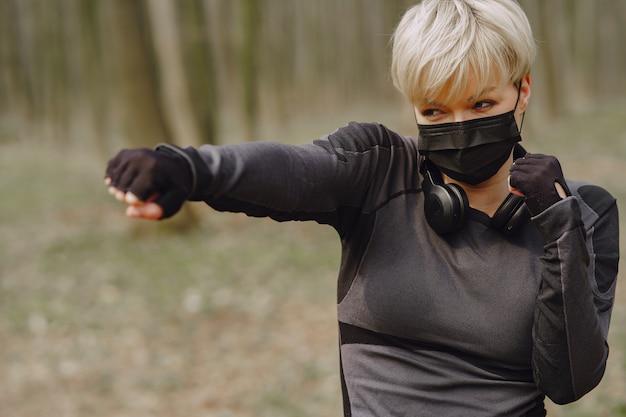 Masked woman training during coronavirus Free Photo