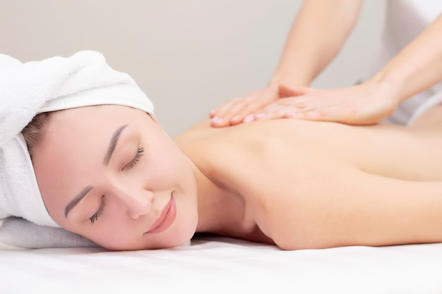 Massages gives woman professionally who Mom Talk:
