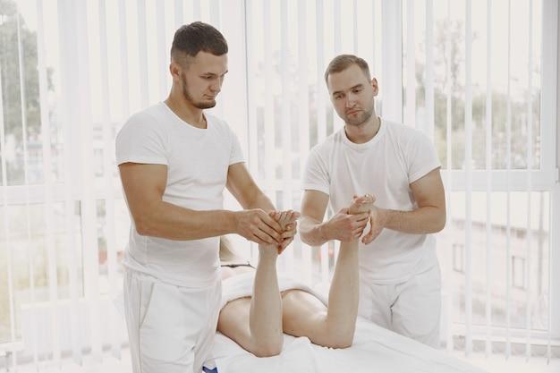 4 hands gay massage