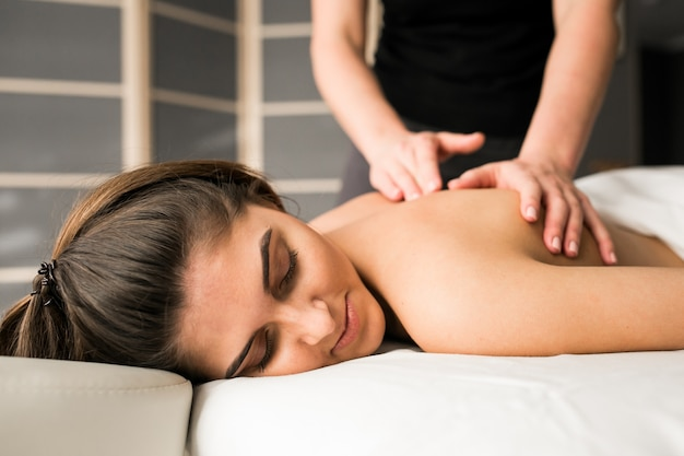 massage woman salon body therapy Free Photo