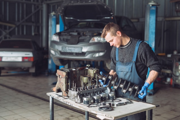 Master collects a rebuilt motor for car. Premium Photo