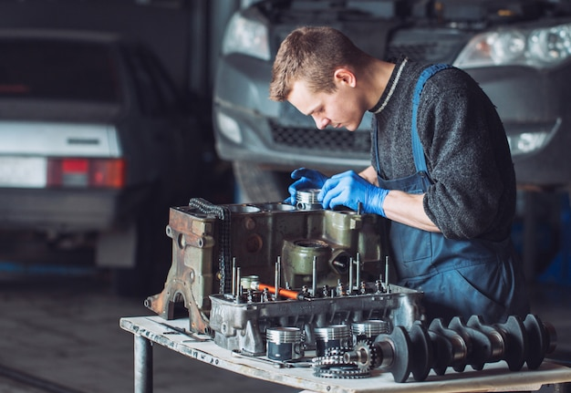 Master collects a rebuilt motor for the car. Premium Photo