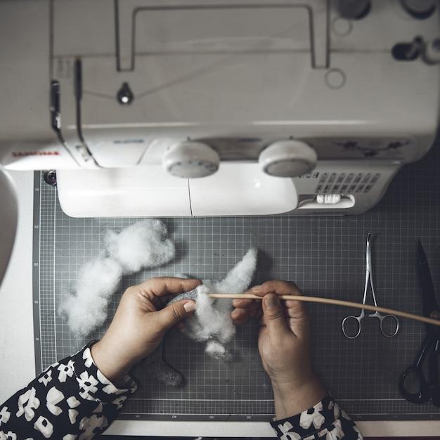 Master cusing cotone e macchina da cucire Foto Gratuite