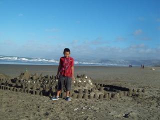 Toa maestro e il suo castello di sabbia a nuove br Foto Gratuite