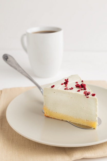 Matcha green tea cheesecake Premium Photo