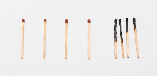 Partite con fiammiferi bruciati Foto Gratuite
