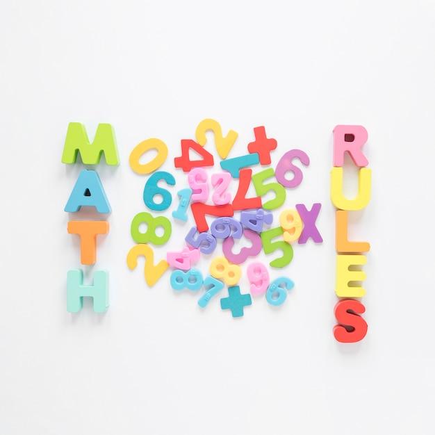Regole matematiche scritte con lettere e numeri colorati Foto Gratuite