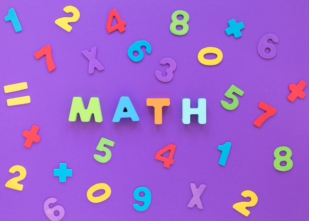 Parola matematica e numeri piatti distesi Foto Gratuite