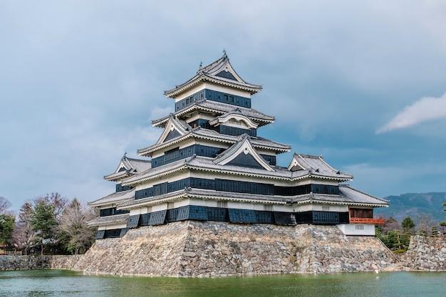 Замок мацумото в осаке, япония Бесплатные Фотографии