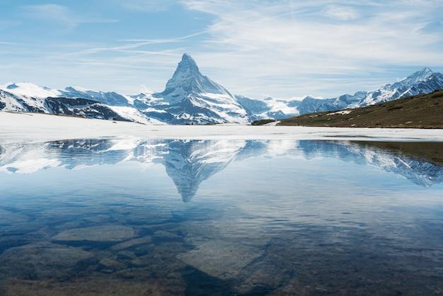 Matterhorn mountain landscape with lake in zermatt, switzerland Premium Photo
