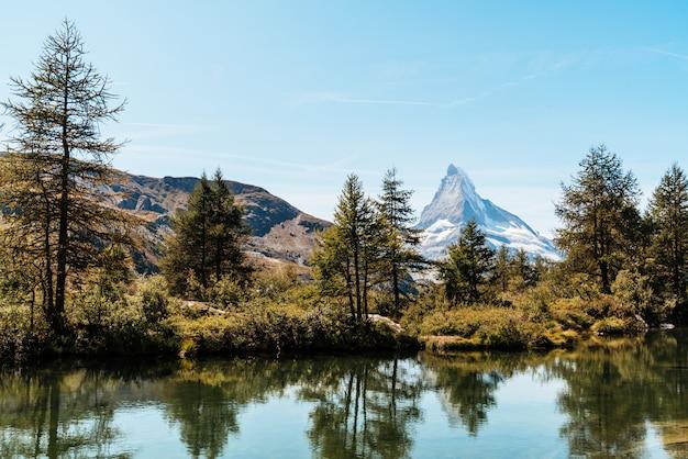Matterhorn with grindjisee lake in zermatt Premium Photo