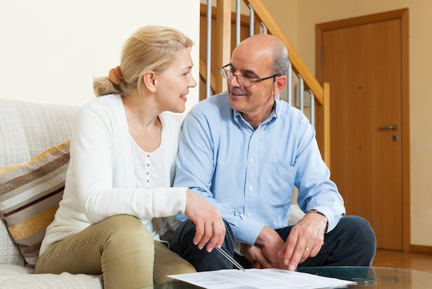 Mature couple with financial documents Free Photo