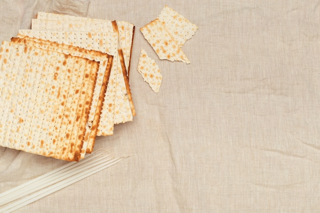 Matzo, matzoth for jewish passover, wooden  close up Premium Photo