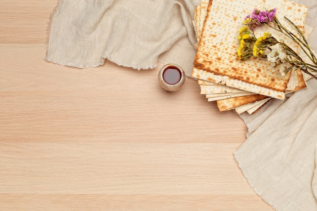 Matzo, matzoth for jewish passover Premium Photo