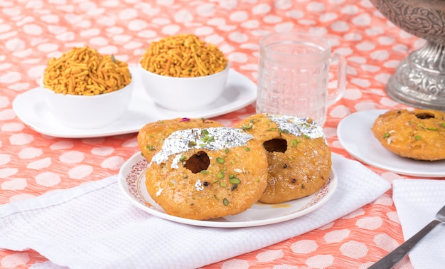 Mawa kachori Premium Photo