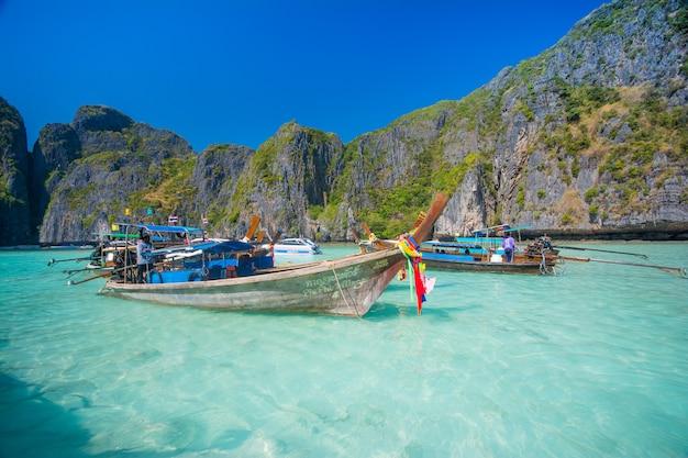 Maya bay beach and boats at thailand Premium Photo