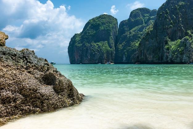 Maya bay phi phi leh island Premium Photo