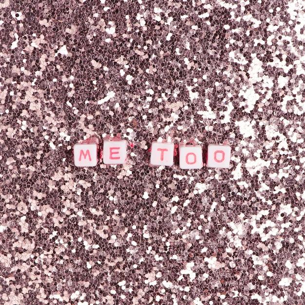 Me too бусины текстовая типография на розовой пастели Бесплатные Фотографии